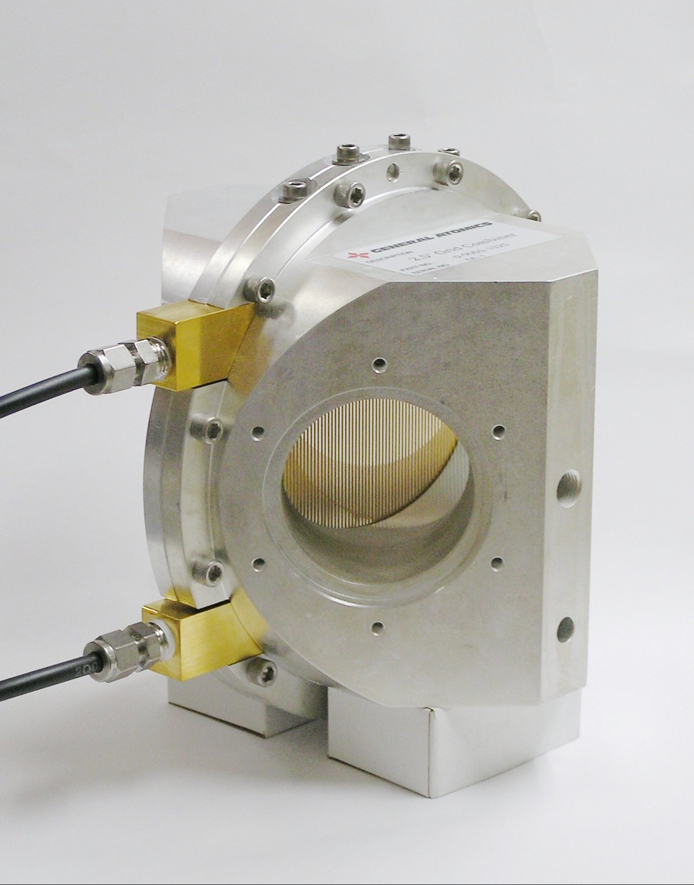 Wire grid polarizer combiner/splitter in 63.5 mm waveguide for high power at 96 GHz.